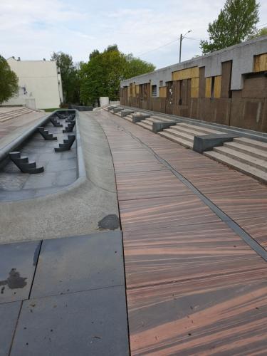 Stopp av lekasjer fra basseng og mur ved klosterenga skulpturpark